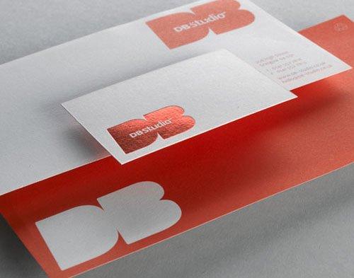 红白相间烫金标识名片设计