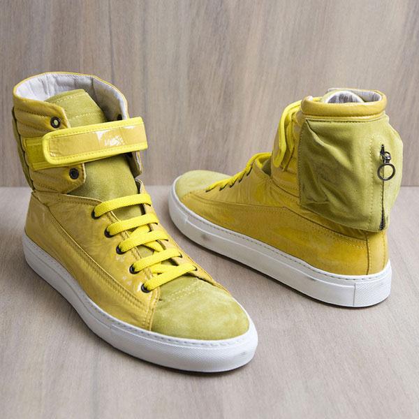 黄色运动鞋