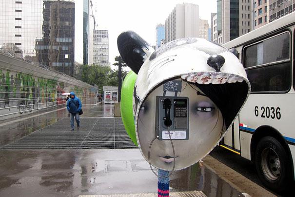 街头电话亭涂鸦之脸