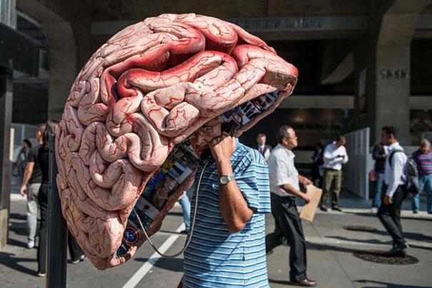 大脑街头电话亭涂鸦艺术