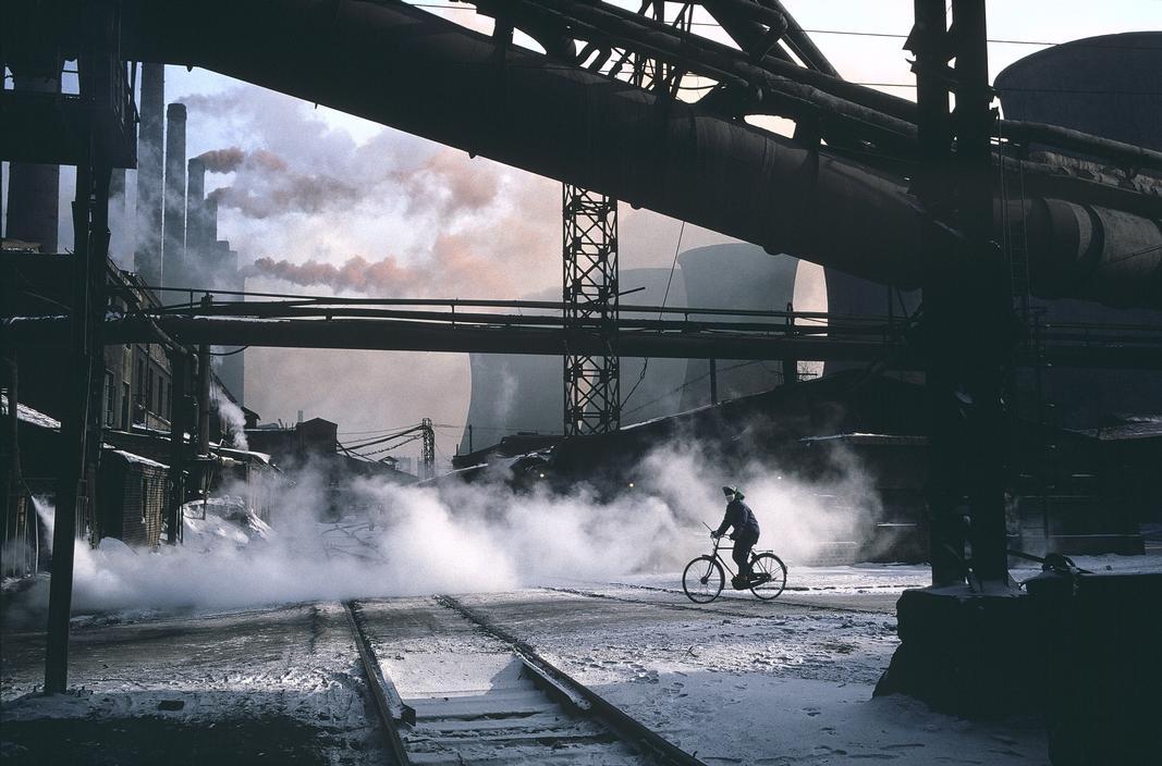 1981年,中国辽宁省鞍山市,中国最大的钢铁厂——鞍山钢铁厂