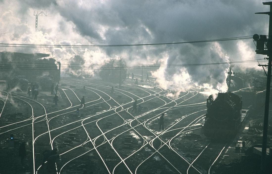1981年,中国黑龙江省哈尔滨市,蒸汽火车的铁轨