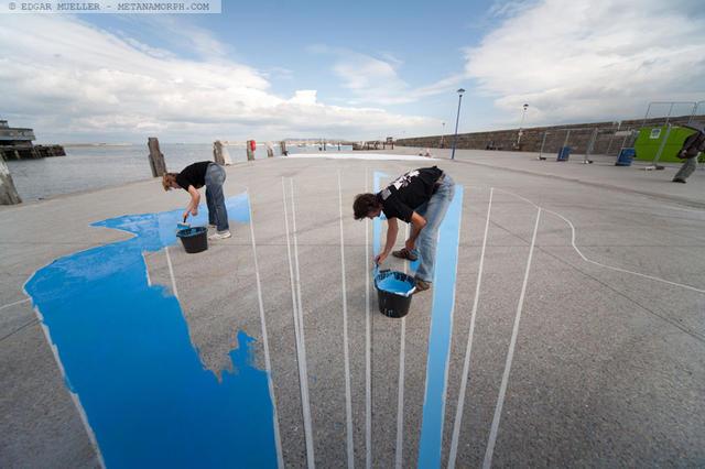涂鸦者正在创作