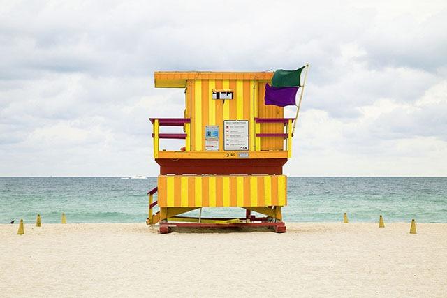 可爱的海滩救生塔