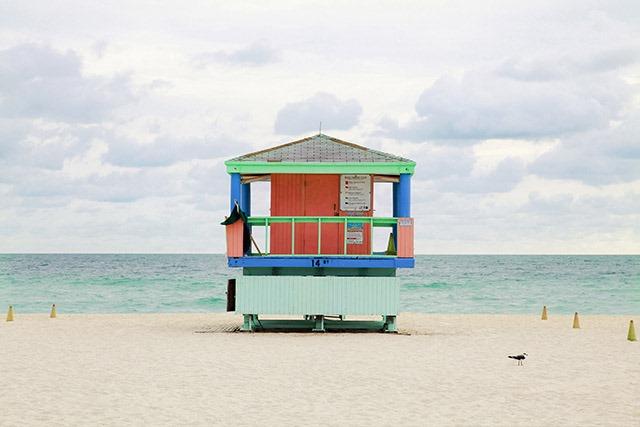 海滩救生塔