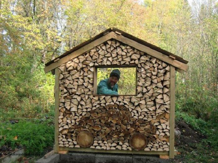 木材堆的小木屋