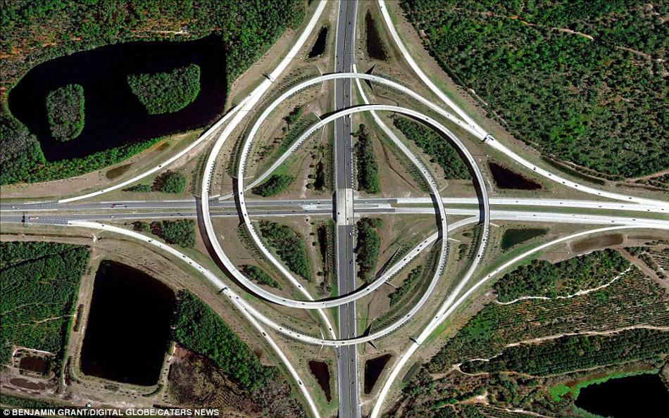 美国佛罗尼达州的一个螺旋立交桥