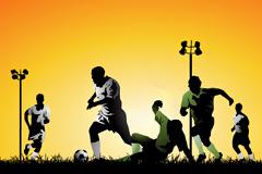 黄昏草地上踢足球的运动员矢量素材
