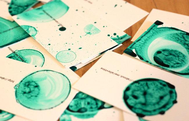 俄罗斯创意蓝绿色泡泡手工名片