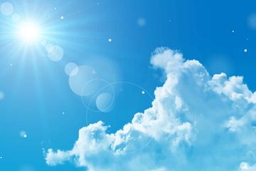 逼真晴朗天空和云朵设计矢量素材