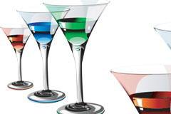 盛着彩色液体的鸡尾酒杯矢量素材