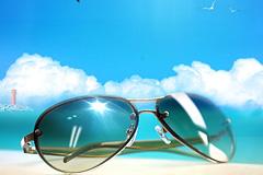 蓝天白云阳光海滩墨镜海鸥飞机拉线