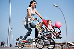 脚踏车式的婴儿车