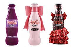 衣着华丽的可乐瓶